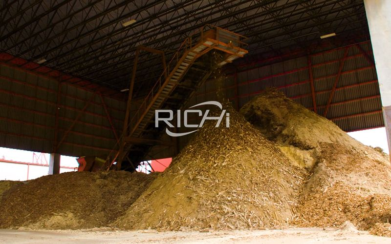 rice husks and wood chips